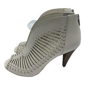 VINCE CAMUTO Acha Pump Leather Peep Toe   9 1/2